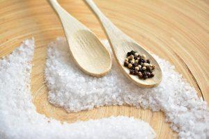 Banho de descarrego com sal grosso