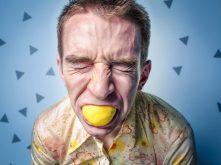 Simpatia do limão para azedar