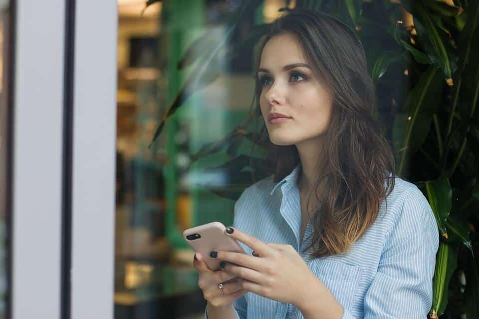 Simpatias para marido parar de procurar mulheres na internet