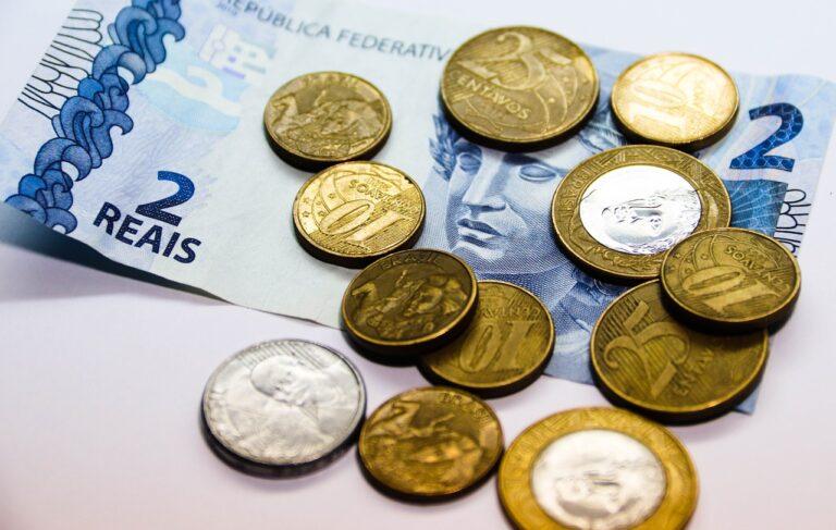 Simpatia para achar dinheiro no chão